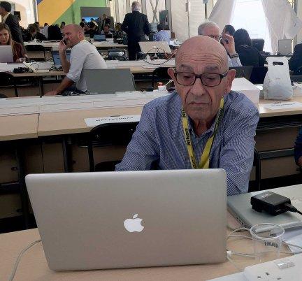 He knackered himself to provide the usual prompt and quality service of news press photography turnaround, and that despite the help of a foreign novice sent by one overseas agency to help him out.